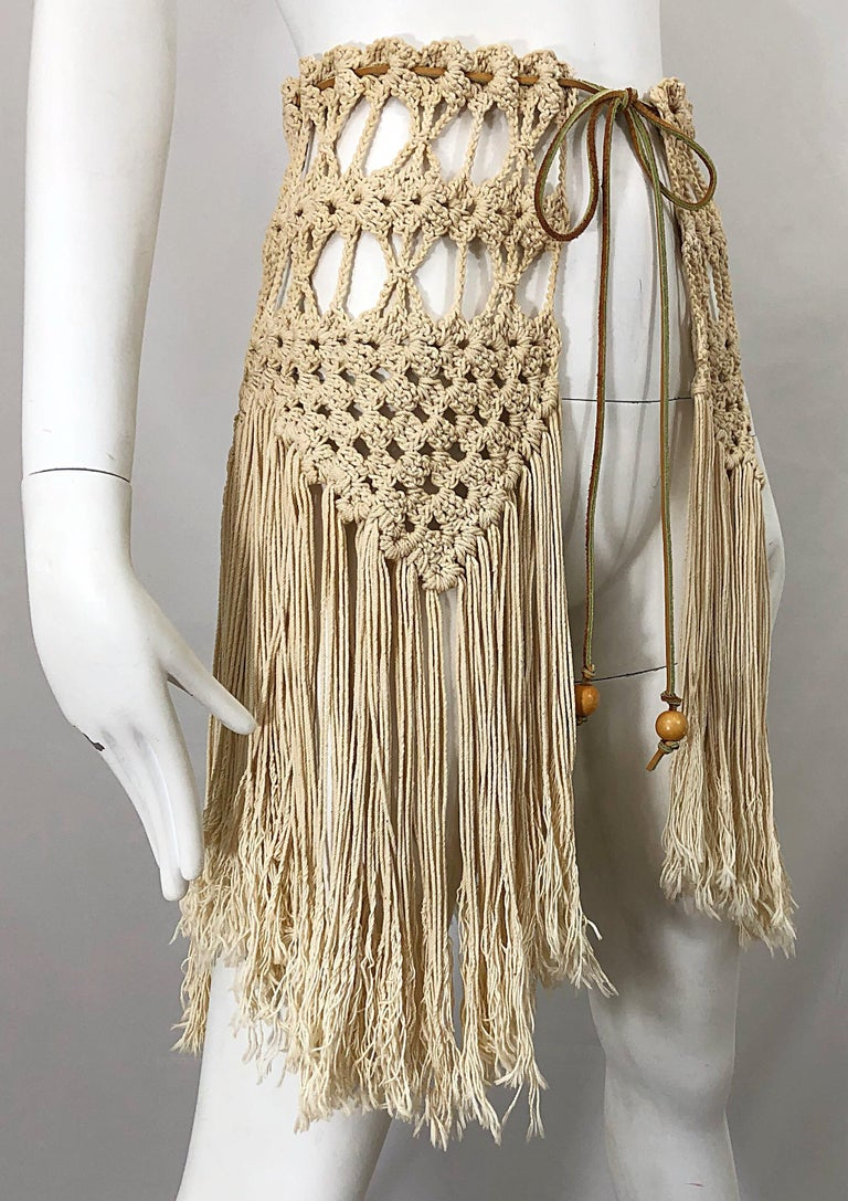 1970s Amazing Khaki Brown Boho Vintage 70s Crochet Fringe Belt Or Capelet Cape In Excellent Condition For Sale In Chicago, IL