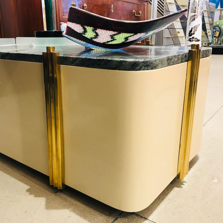 1970s Art Deco Green Marble and Cream White Lacquered Coffee Table or Bench For Sale 2