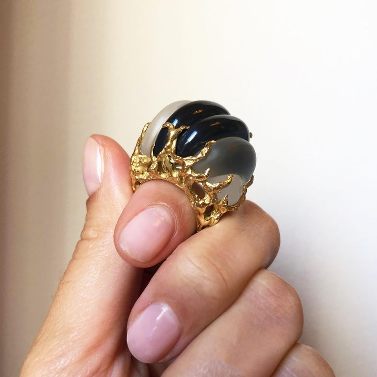 1970s Arthur King Carved Rock Crystal, Onyx, and Textured Gold Ring In Excellent Condition For Sale In New York, NY