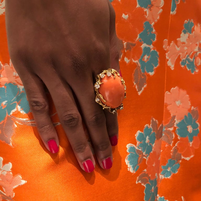 1970s Arthur King Coral, Diamond and Gold Cocktail Ring In Excellent Condition For Sale In New York, NY