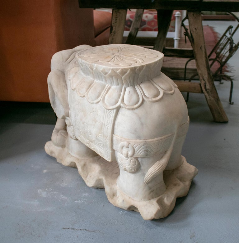 1970s Asian Pair of White Marble Elephants from India In Good Condition For Sale In Malaga, ES
