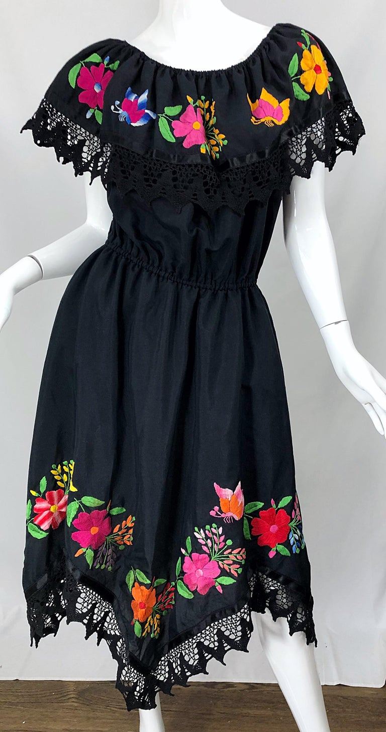 1970s Boho Chic Black Colorful Cotton Embroidered Handkerchief Hem Vintage Dress In Excellent Condition For Sale In Chicago, IL