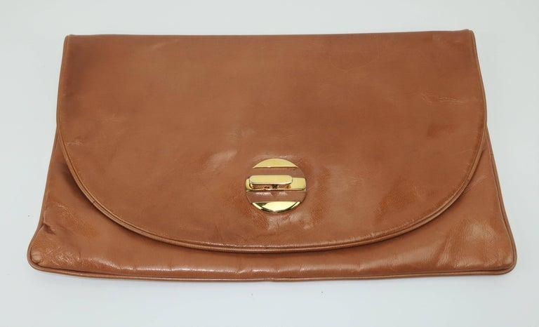1970's Bottega Veneta Large Envelope Leather Clutch Handbag In Good Condition For Sale In Atlanta, GA