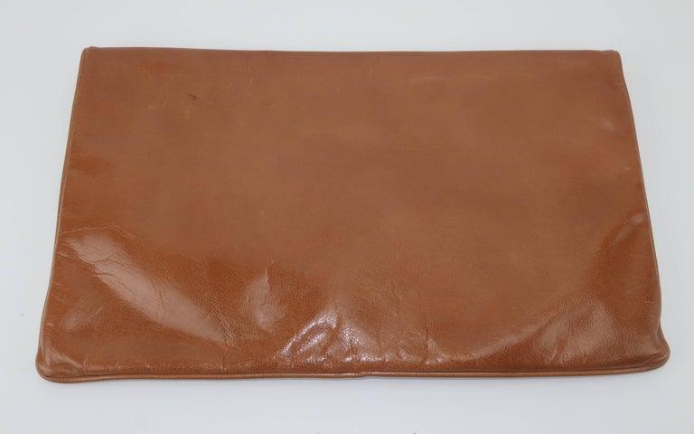 1970's Bottega Veneta Large Envelope Leather Clutch Handbag For Sale 2
