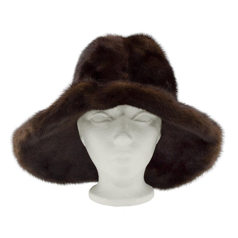 Very chic 1970s brown mink wide brim hat. Excellent vintage condition. Fits average size. Very Boho chic. Brim is pliable can be worn turned up or down.