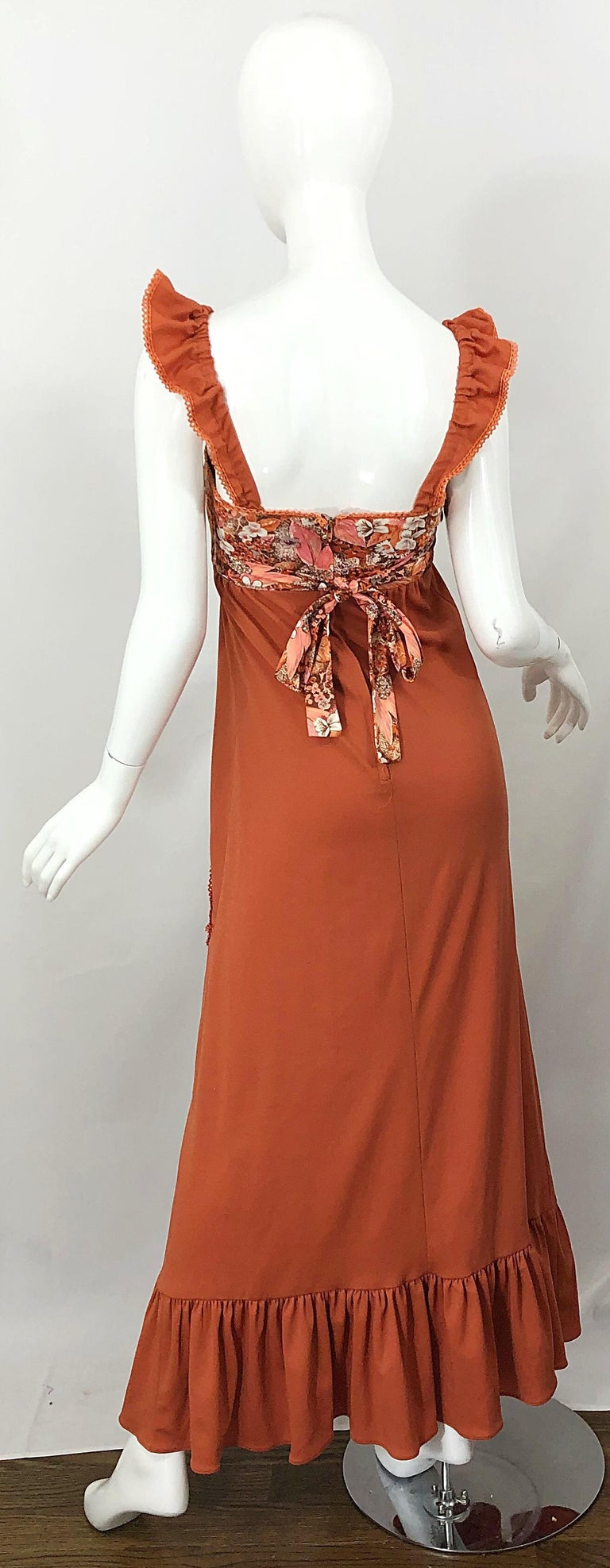 1970s Burnt Orange Patchwork Flowers Boho Vintage 70s Jersey Autumnal Maxi Dress In Excellent Condition For Sale In Chicago, IL
