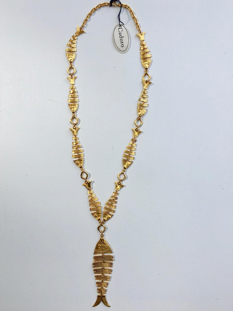 1970s Cadoro Goldtone Fish Necklace Original tags In Excellent Condition For Sale In Chicago, IL