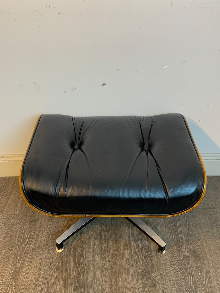 1970s Canadian Made Eames Style Lounge Chair and Ottoman, by Northfield For Sale 4