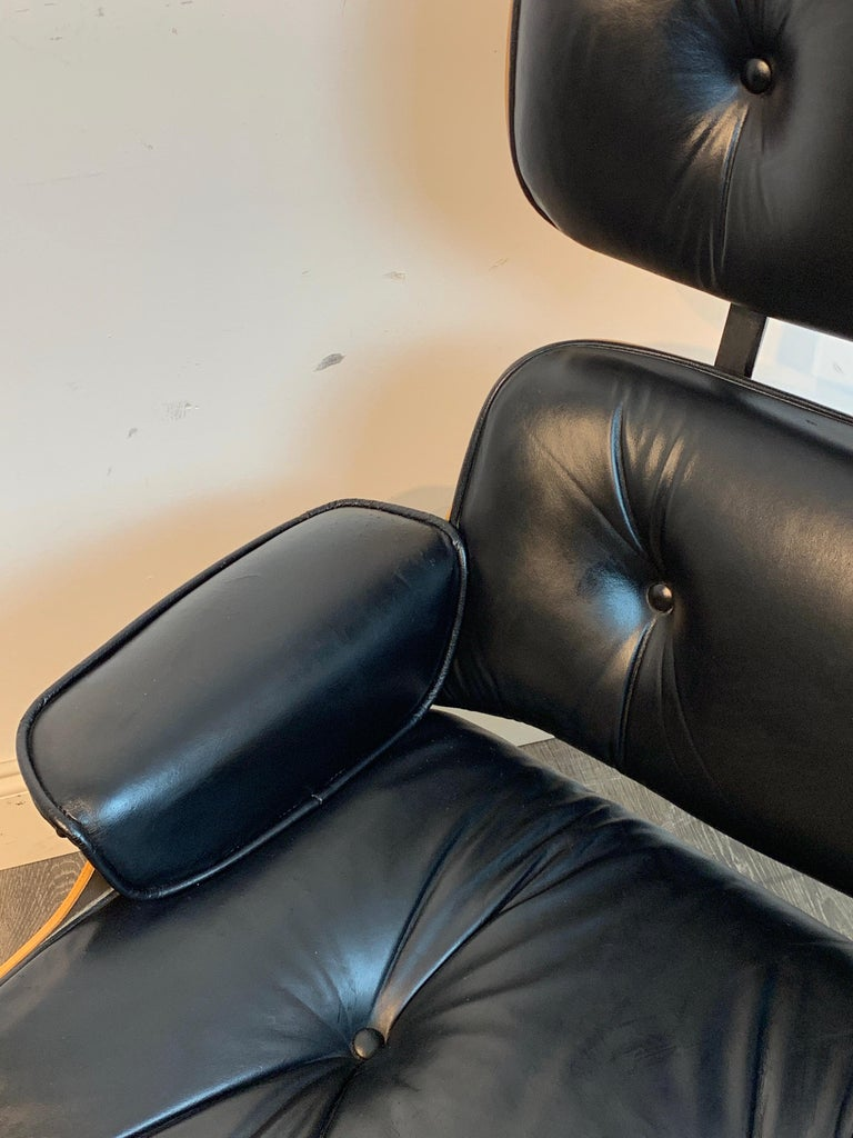 1970s Canadian Made Eames Style Lounge Chair and Ottoman, by Northfield For Sale 9