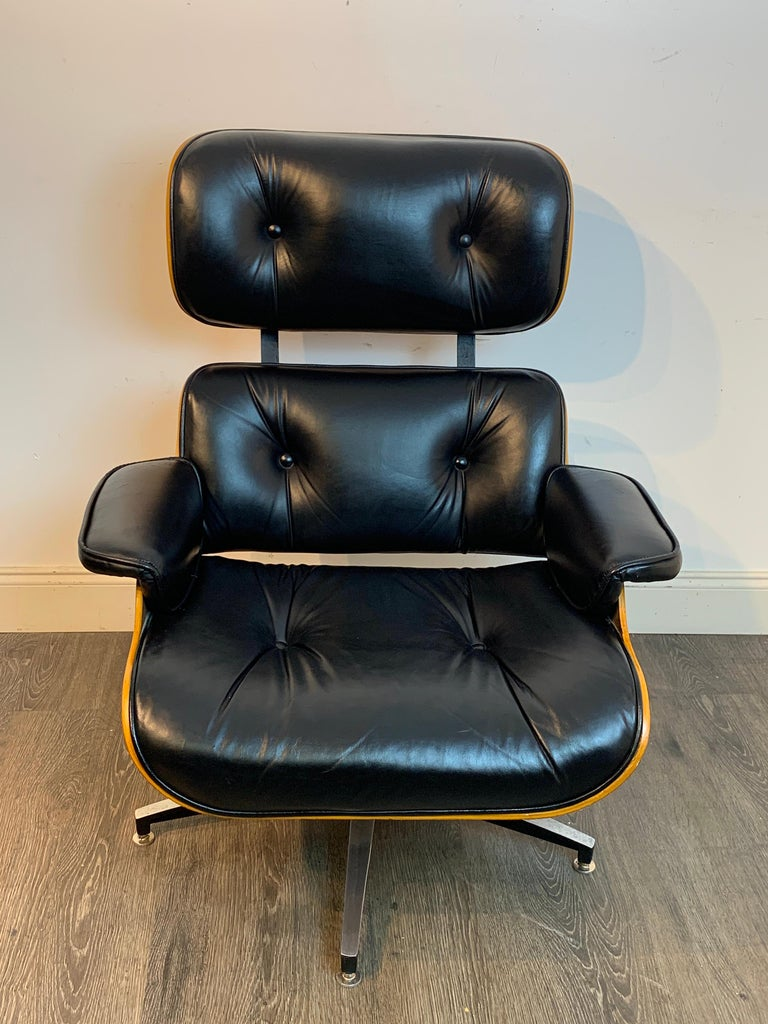 1970s Canadian Made Eames Style Lounge Chair and Ottoman, by Northfield In Good Condition For Sale In Atlanta, GA