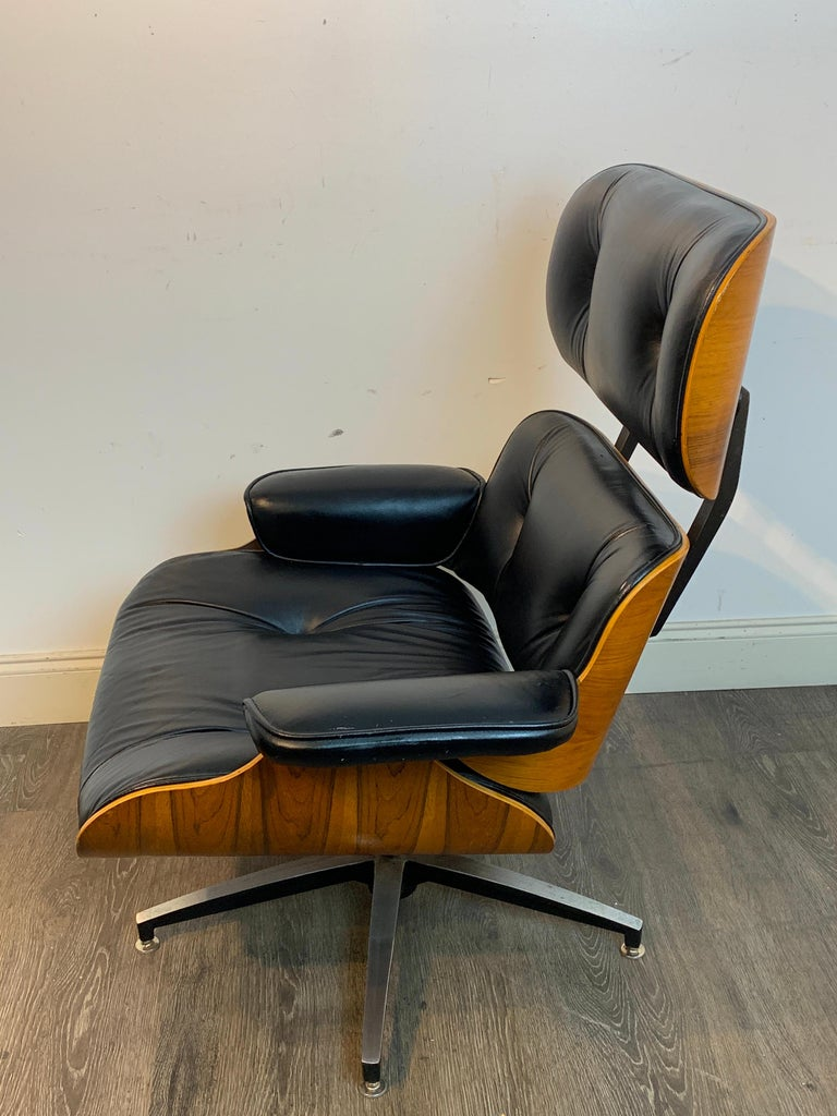 1970s Canadian Made Eames Style Lounge Chair and Ottoman, by Northfield For Sale 1