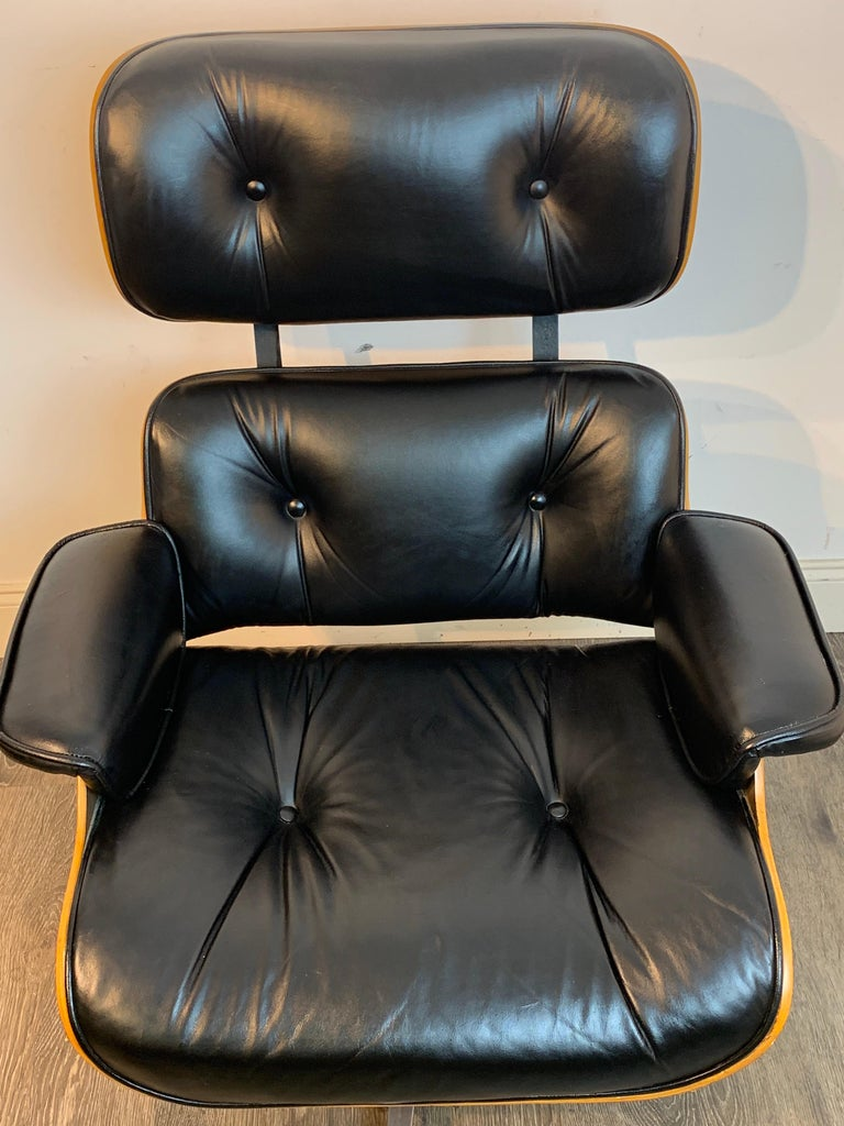 1970s Canadian Made Eames Style Lounge Chair and Ottoman, by Northfield For Sale 3
