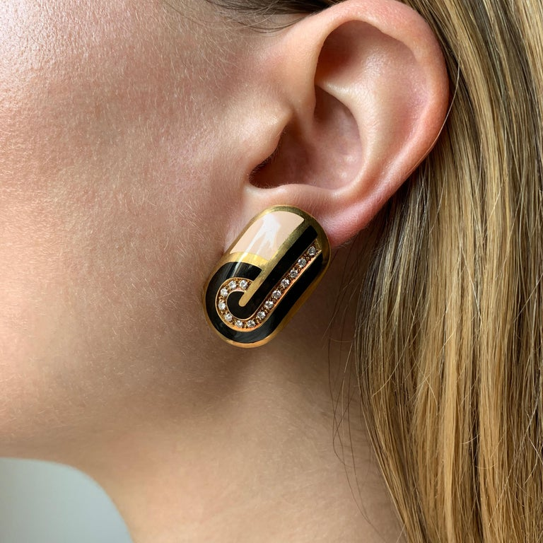 1970s Cartier Diamond Enamel Gold Pendant and Ear Clip Set In Excellent Condition For Sale In New York, NY