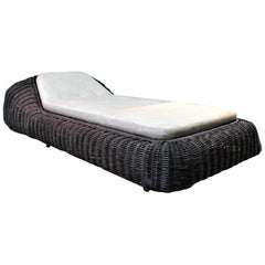 Casa Bella Italian Modernist Wicker Chaise Lounge by Vivai Del Sud