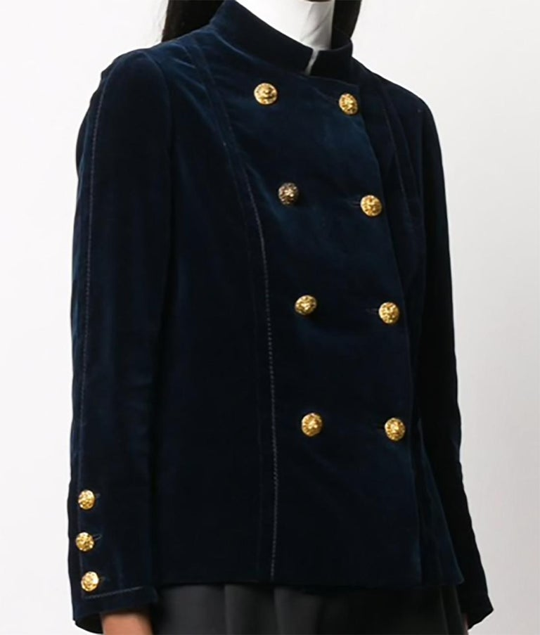 1970s Chanel Haute Couture Navy Velvet Jacket In Good Condition For Sale In Paris, FR