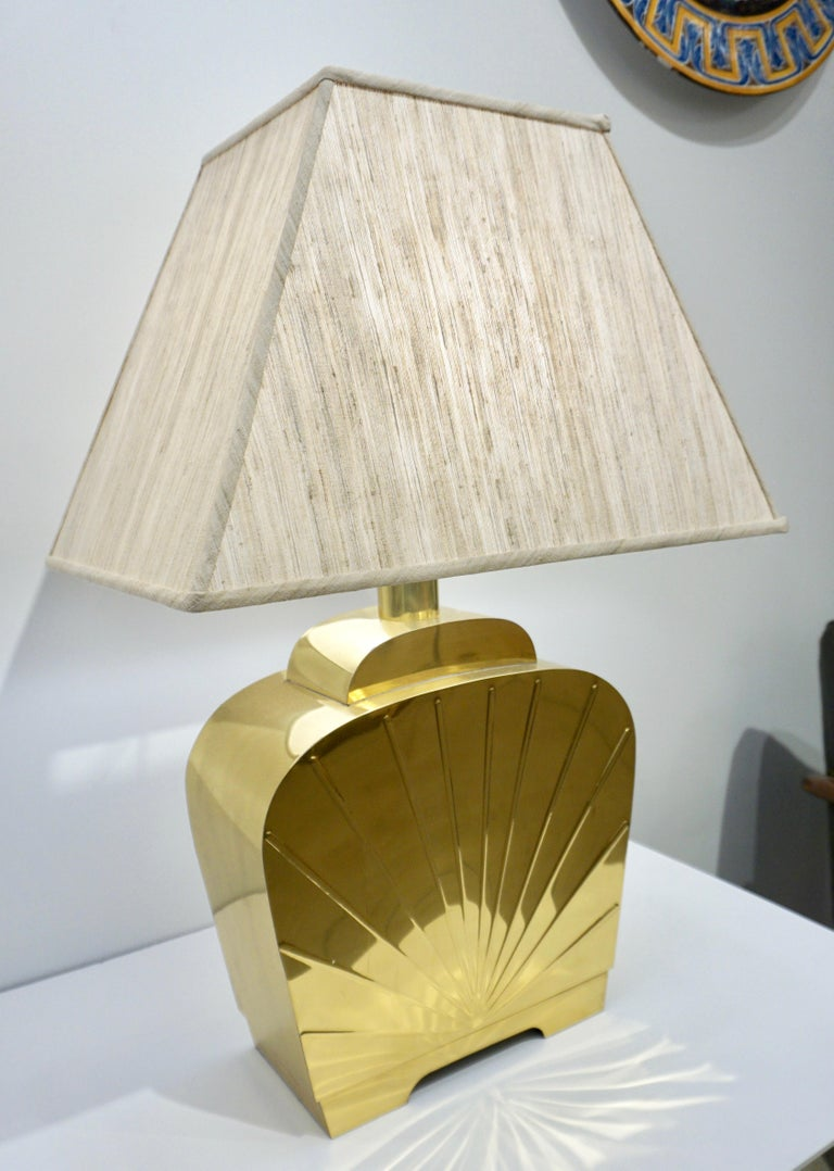 American 1970s Chapman Vintage Art Deco Design Pair of Hollywood Regency Gold Brass Lamps For Sale