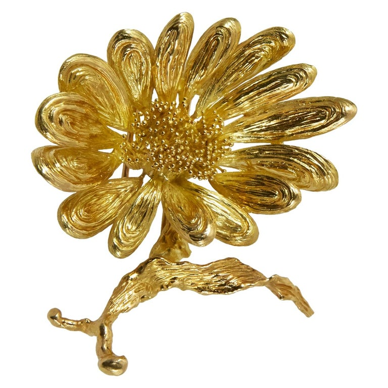 1970s Chaumet Gold Flower Brooch For Sale