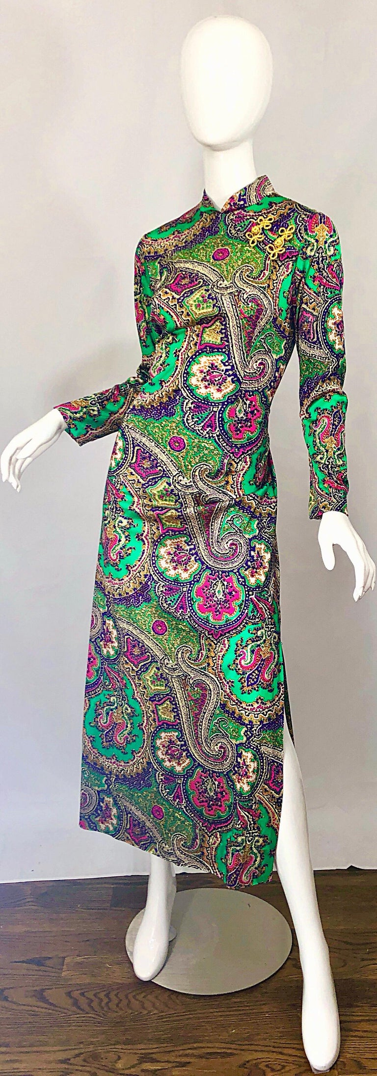 1970s Cheongsam Inspired Colorful Paisley Print Jersey Long Sleeve Maxi Dress In Excellent Condition For Sale In Chicago, IL