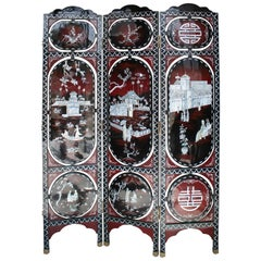 1970s Chinese Lacquered Folding Screen with Nacre Inlay Asian Motifs