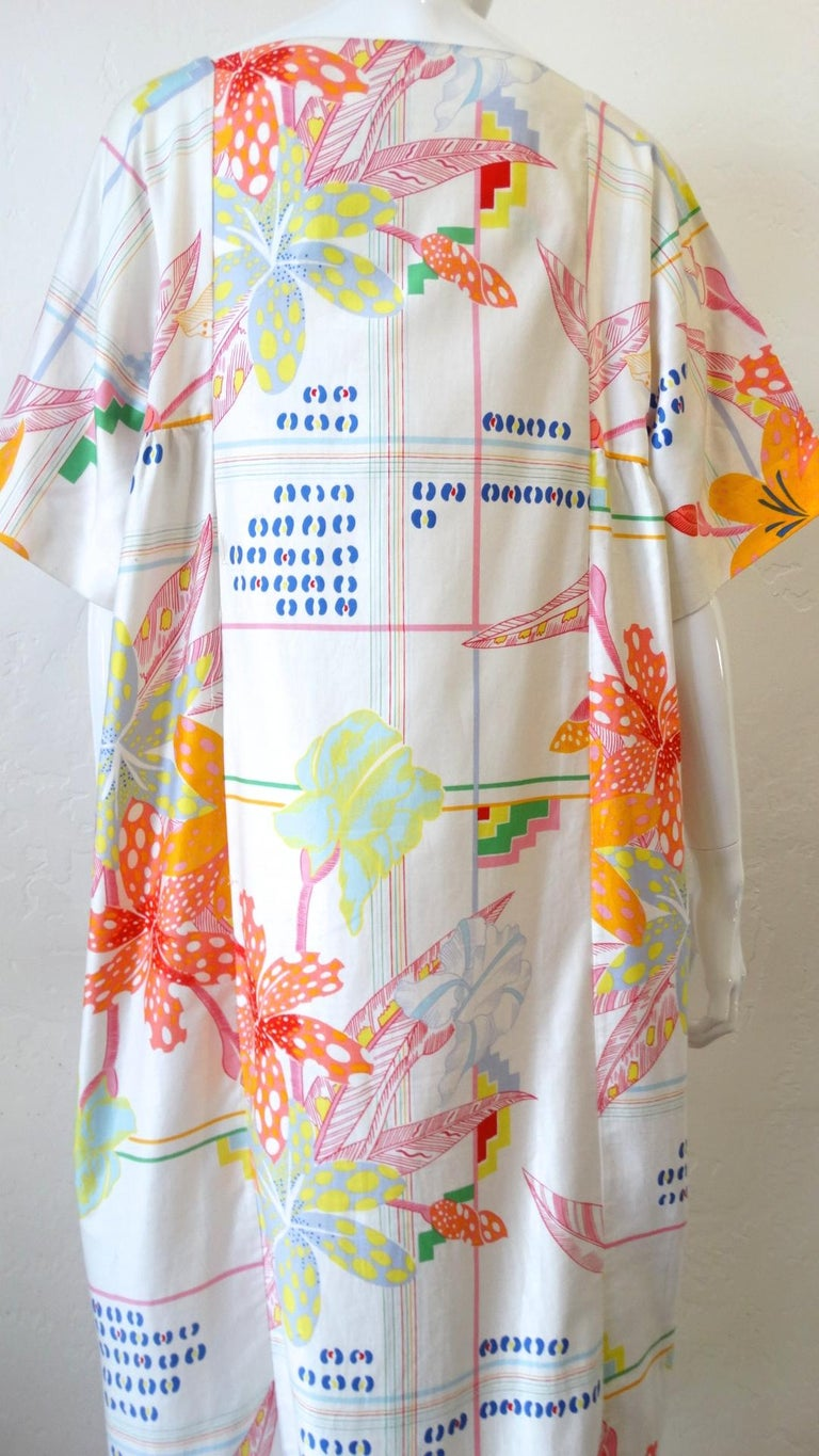 1970s Christian Dior Abstract Floral Lounge Dress In Good Condition For Sale In Scottsdale, AZ