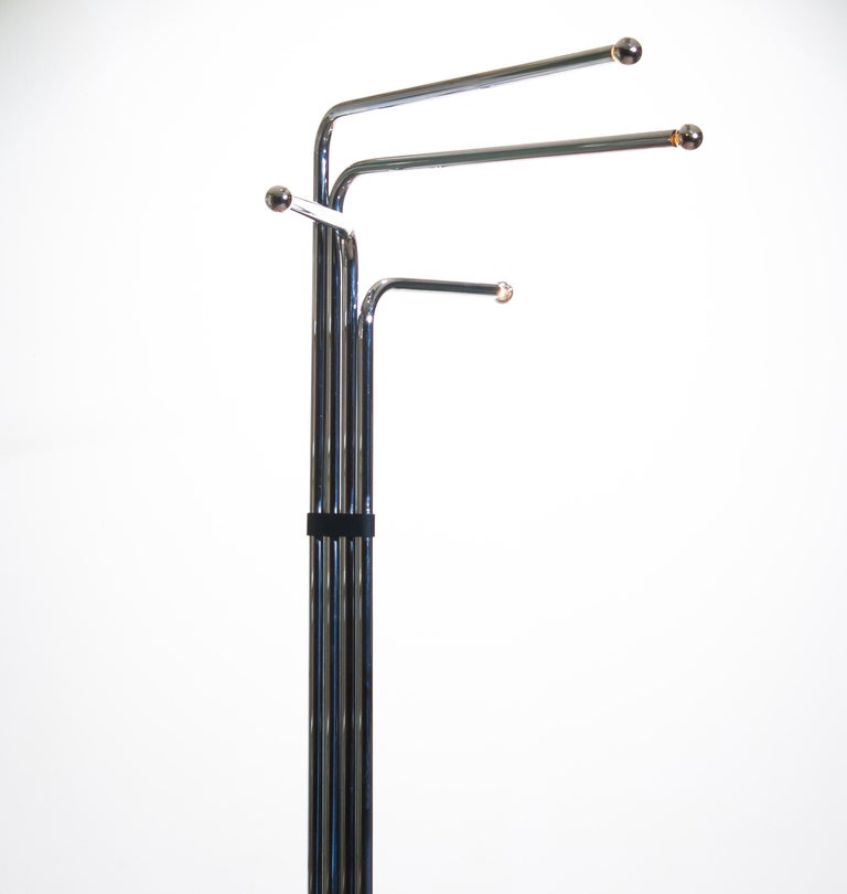 Architectural, 1970s. Floor lamp in metal chrome by Goffredo Reggiani, Italy. Four modular tube arms with E14/17 lights. Technically 100%.