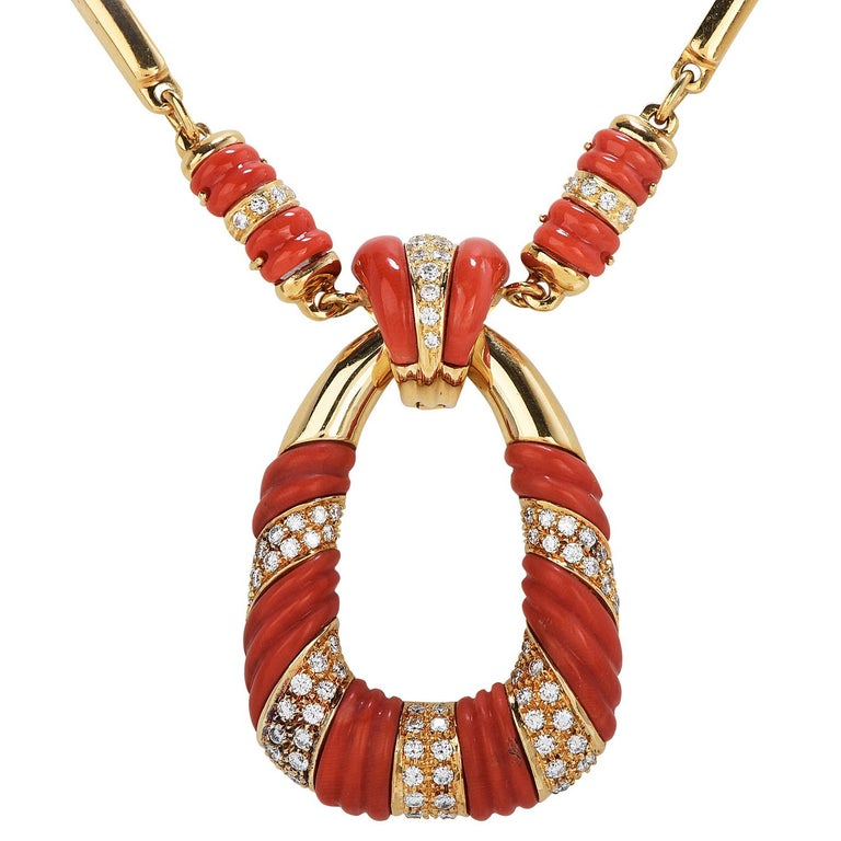 Mixed Cut 1970's Coral Diamond 18k Gold Twist Bar Link Pendant Necklace For Sale