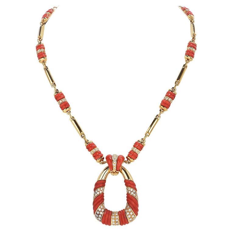 1970's Coral Diamond 18k Gold Twist Bar Link Pendant Necklace For Sale
