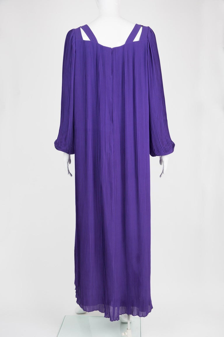 1970s Couture Philippe Venet Purple Pleated Evening Dress In Good Condition For Sale In Paris, FR