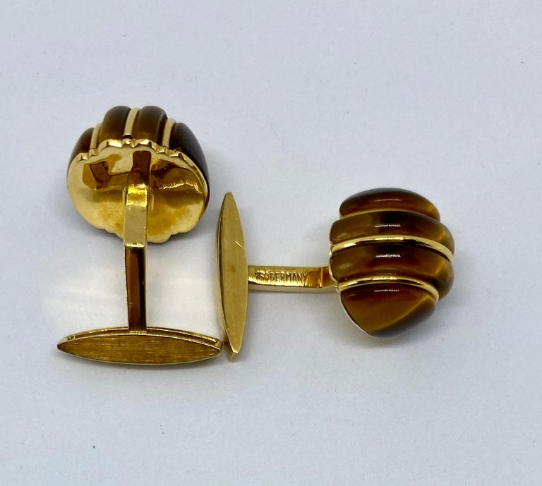 Women's or Men's 1970s Cufflinks in 18 Karat Yellow Gold with Carved Tiger's Eye Domes For Sale