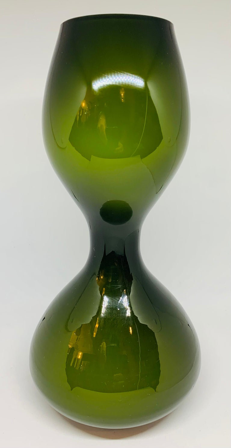1970s Danish hand blown Holmegaard hourglass shaped dark green vase with an encased white glass interior. The outer green glass of the vase is 5mm thick, the white glass 2mm with a 1mm clear glass interior. In very good vintage condition with no