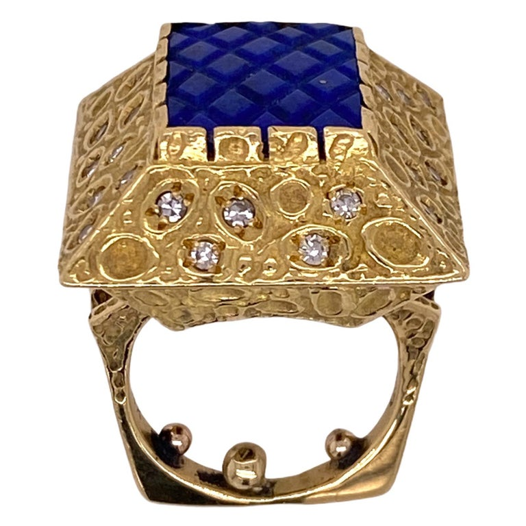 Contemporary 1970s Diamond Lapis Lazuli 18 Karat Yellow Gold Vintage Cocktail Ring For Sale