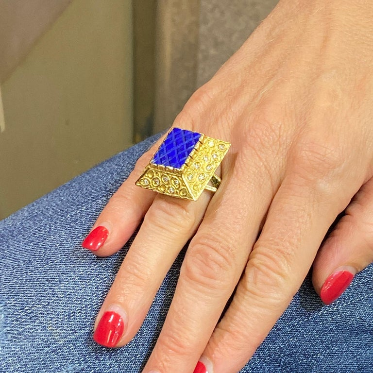 Single Cut 1970s Diamond Lapis Lazuli 18 Karat Yellow Gold Vintage Cocktail Ring For Sale
