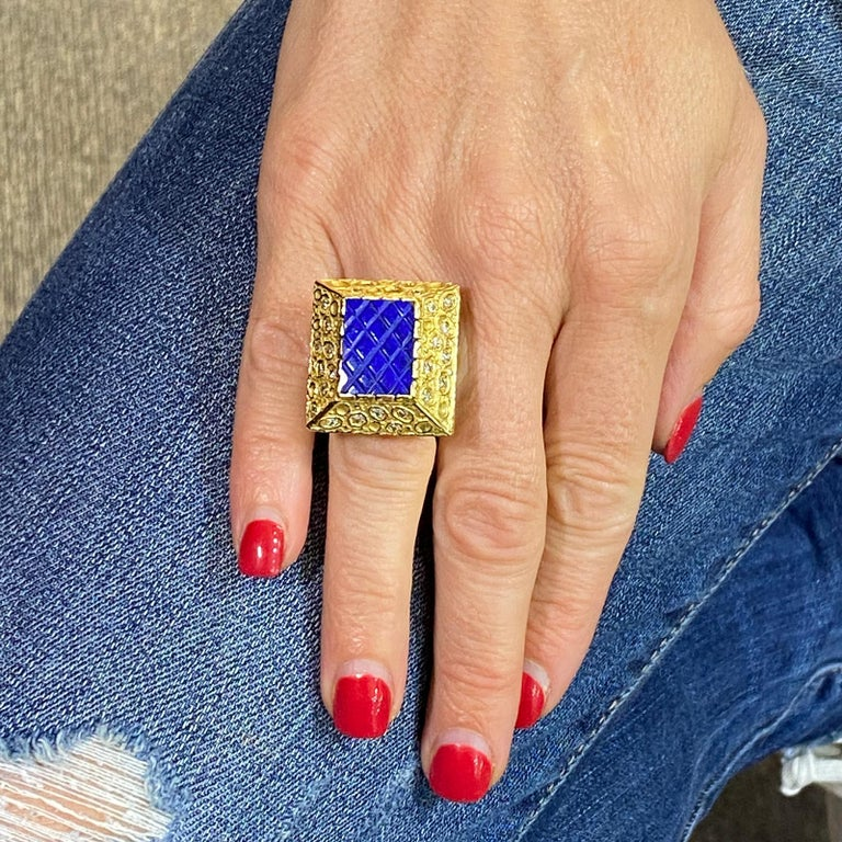 1970s Diamond Lapis Lazuli 18 Karat Yellow Gold Vintage Cocktail Ring In Excellent Condition For Sale In Boca Raton, FL