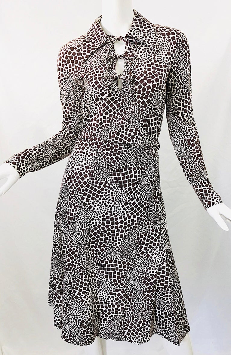1970s Diane Von Furstenberg Brown and White Rayon Cotton Cut Out Top Skirt Dress For Sale 5