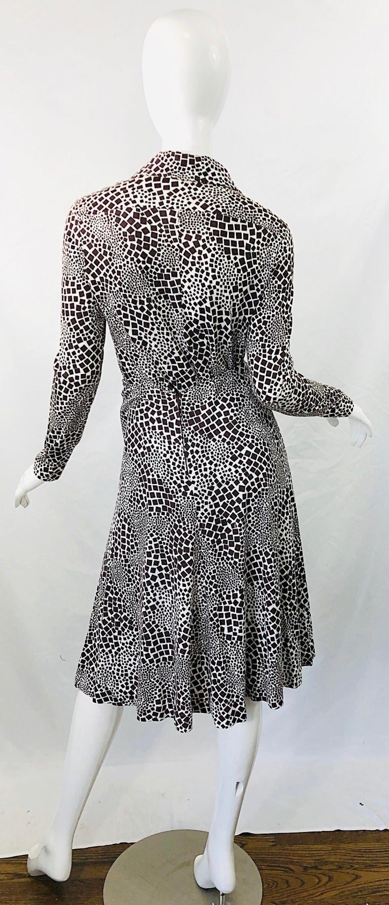1970s Diane Von Furstenberg Brown and White Rayon Cotton Cut Out Top Skirt Dress For Sale 7