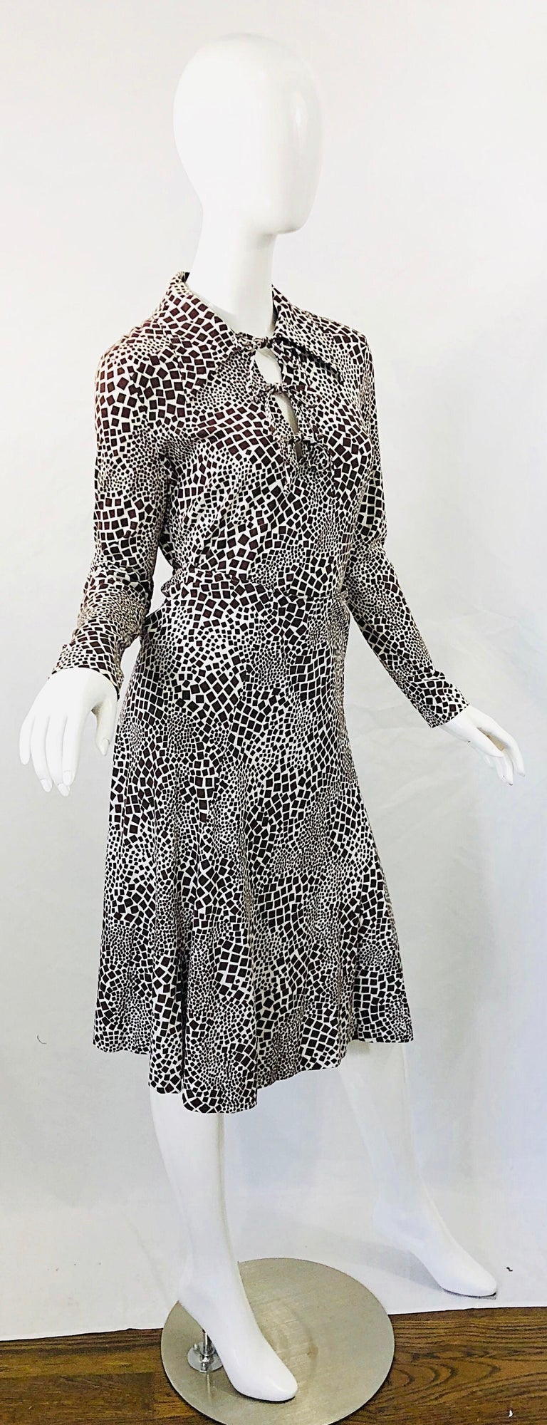 1970s Diane Von Furstenberg Brown and White Rayon Cotton Cut Out Top Skirt Dress For Sale 10