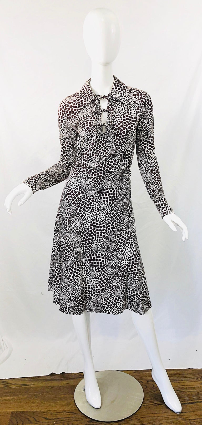 1970s Diane Von Furstenberg Brown and White Rayon Cotton Cut Out Top Skirt Dress For Sale 11