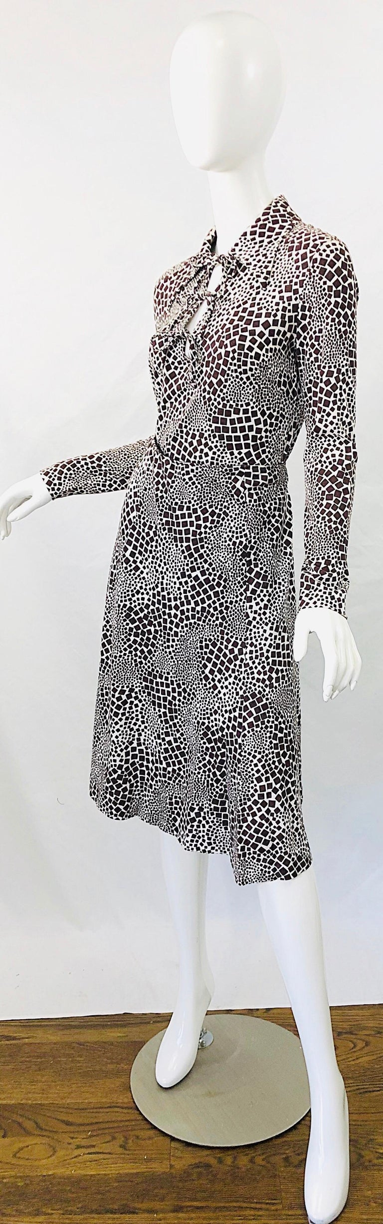 1970s Diane Von Furstenberg Brown and White Rayon Cotton Cut Out Top Skirt Dress For Sale 2