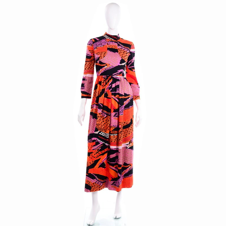 1970s Dynasty Vintage Maxi Dress in Mod Red Orange Pink & Black Abstract Print  In Good Condition In Portland, OR