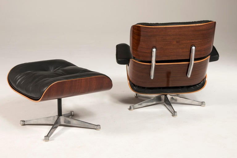 1970s Eames 670 Lounge Chair and 671 Ottoman Black Leather by ICF In Good Condition For Sale In Milano, IT