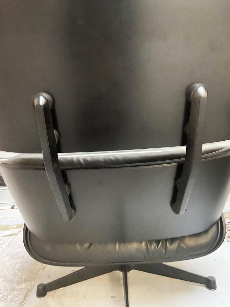 1970s Eames 670 Lounge Chair and 671 Ottoman Black Leather Herman Miller by ICF In Excellent Condition For Sale In Naples, IT