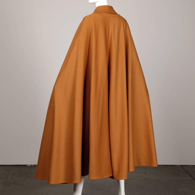 1970s Emanuel Ungaro Parallele Paris Vintage Camel Wool Cape Coat/ Jacket In Excellent Condition For Sale In Sparks, NV