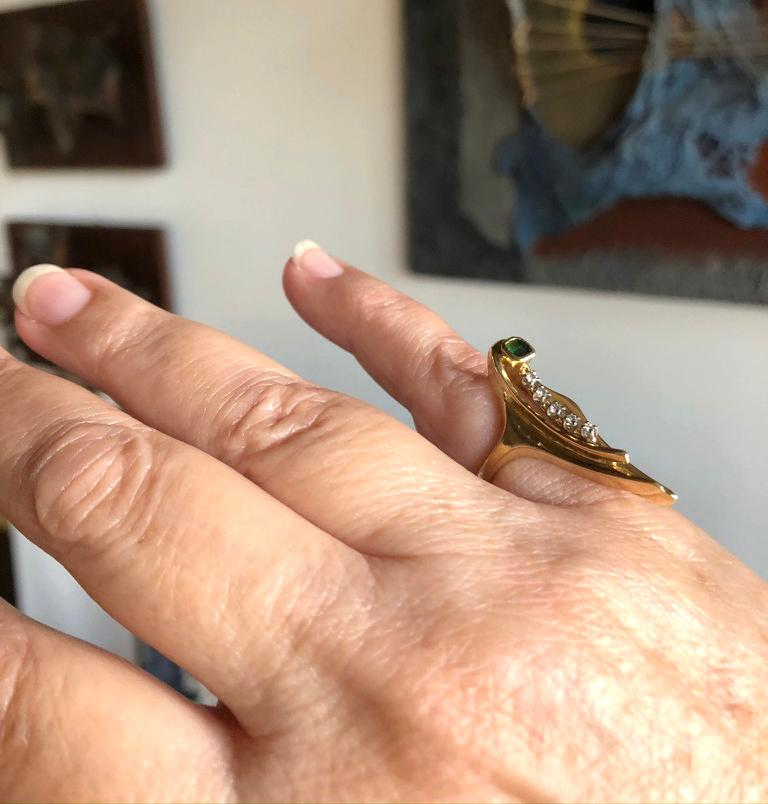 1970s Emerald Diamond 18k Gold Elongated Arrow Ring In Good Condition For Sale In Los Angeles, CA