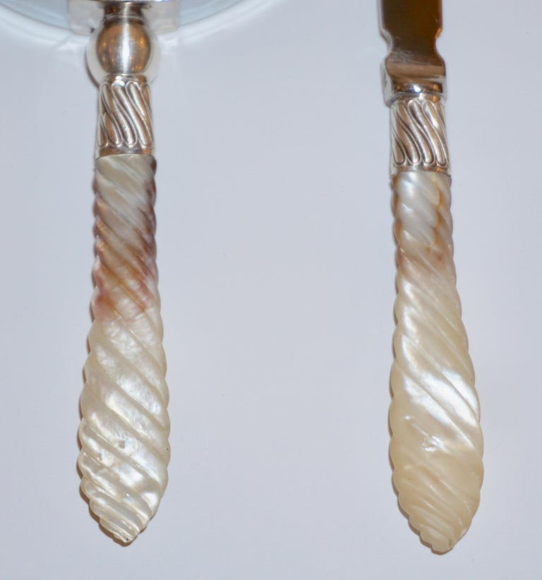 Edwardian 1970s English Magnifying Glass and Letter Opener with Mother of Pearl Handles For Sale