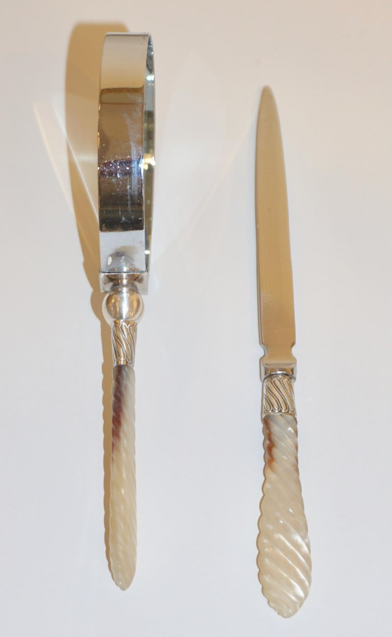 1970s English Magnifying Glass and Letter Opener with Mother of Pearl Handles In Good Condition For Sale In New York, NY