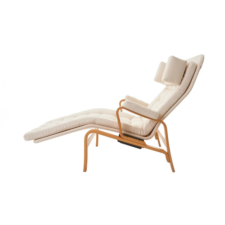 Sleek and beautiful bentwood 1970s Fenix reclining lounge chair designed by Sam Larsson for DUX Sweden. Newly upholstered with a cream duck canvas, the original 'dux' fabric lining has been retained for authenticity. The reclining mechanism is in