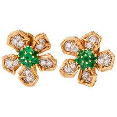 1970s Floral Diamond Emerald 18 Karat Gold Clip-Back Earrings