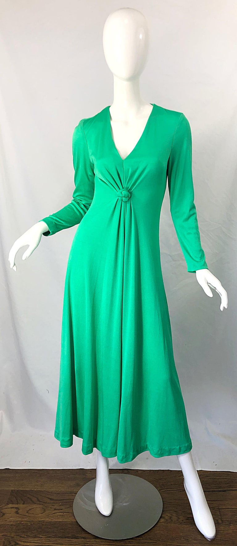 Chic 1970s FREDRICK'S OF HOLLYWOOD kelly green jersey maxi dress ! Features the perfect green color that can be worn all year. Knotted applique at center chest. Hidden zipper up the back with hook-and-eye closure. Can easily be worn for day or