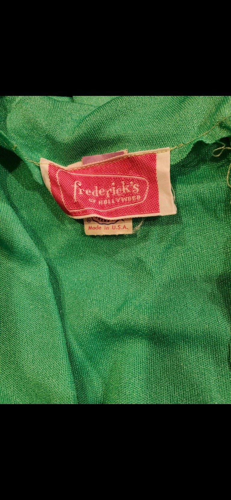 1970s Fredrick's of Hollywood Kelly Green Vintage Jersey 70s Maxi Dress In Excellent Condition For Sale In Chicago, IL