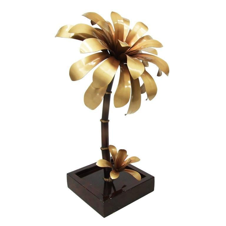 Hollywood Regency 1970s French Gold Palm Sculptural Flower Table Lamp For Sale